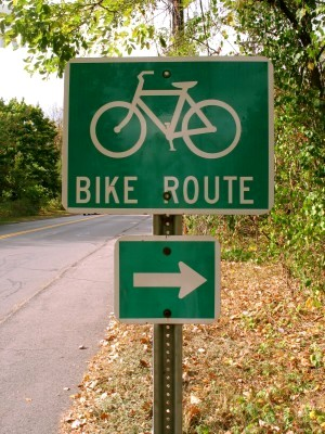 Bike_route_sign_-_typical_US